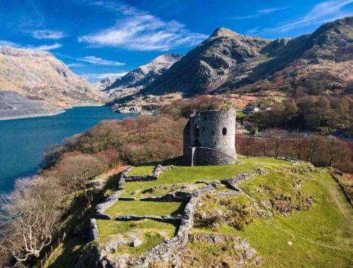 На каком языке говорят люди в Уэльсе